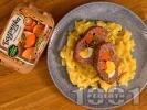 Рецепта Вкусно руло Стефани от кайма с плънка от кисели краставички, моркови и яйца на фурна